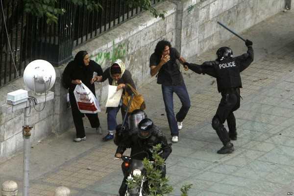 La brutalité policière en Iran