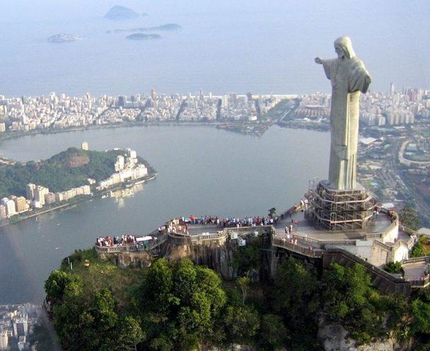 Cristo Rendetor Statue