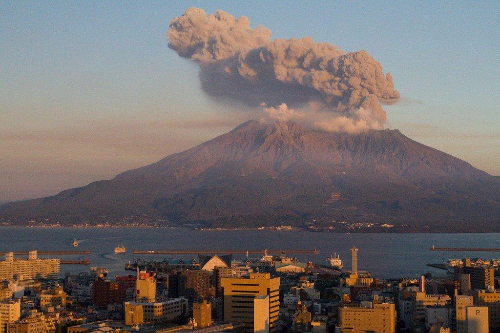 La lave reliait l'île au continent - Sakurajima