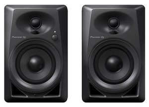 Les moniteurs de bureau Pioneer DJ DM-40 PAIR apportent une excellente qualité audio